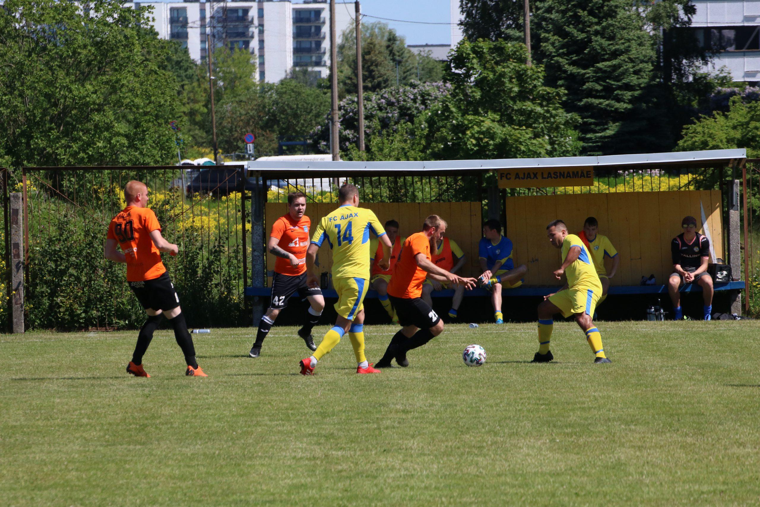 Первенство Эстонии по футболу набирает ход
